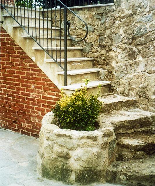 scala in pietra e mattoni con fioriera impresa edile rec costruzioni generali