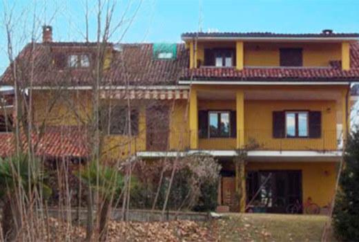 villetta bifamiliare ristrutturata in provincia di Asti